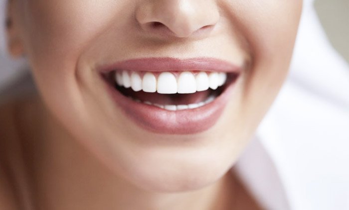 17€ για έναν καθαρισμό δοντιών με αφαίρεση πέτρας , χρωστικών, στίλβωση, σοδοβολή και στοματικό έλεγχο για να έχετε δόντια υγιή και λαμπερά σε Χειρούργο Οδοντίατρο στη Νέα Ιωνία (πλησίον ΗΣΑΠ). Αξίας 60€.Έκπτωση 72%. εικόνα