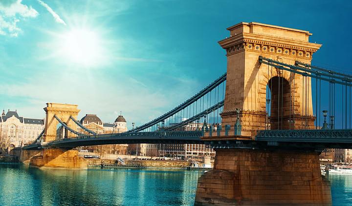 Βουδαπέστη: Αεροπορικά εισιτήρια (συμπεριλαμβάνονται φόροι) και διαμονή για 4 ημέρες / 3 νύχτες σε κεντρικό ξενοδοχείο 4* με πρωινό σε μπουφέ. (150€/άτομο)