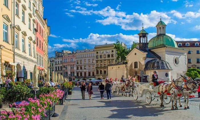 Κρακοβία: Αεροπορικά εισιτήρια (συμπεριλαμβάνονται φόροι) και διαμονή για 4 ημέρες / 3 νύχτες σε κεντρικό ξενοδοχείο 3* με πρωινό σε μπουφέ. (115€/άτομο)