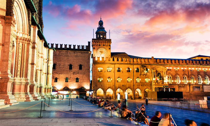 Μπολόνια: Αεροπορικά εισιτήρια (συμπεριλαμβάνονται φόροι) και διαμονή για 4 ημέρες / 3 νύχτες σε κεντρικό ξενοδοχείο 4* με πρωινό σε μπουφέ. (170€/άτομο)