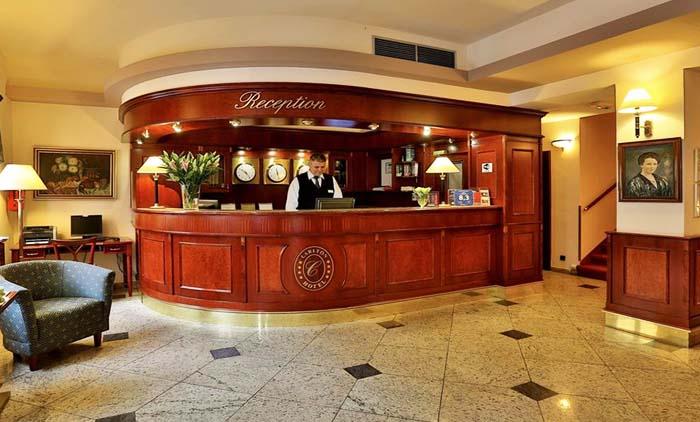 Πράγα: Αεροπορικά εισιτήρια (συμπεριλαμβάνονται φόροι) και διαμονή για 5 ημέρες / 4 νύχτες σε κεντρικό ξενοδοχείο 4* με πρωινό σε μπουφέ. (250€/άτομο)