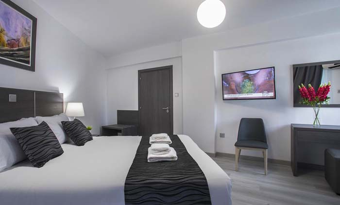 Λάρνακα: Αεροπορικά εισιτήρια (συμπεριλαμβάνονται φόροι) και διαμονή για 4 ημέρες / 3 νύχτες σε κεντρικό ξενοδοχείο 3* με πρωινό σε μπουφέ. (290€/άτομο)