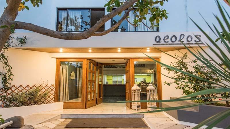 Πάσχα, διαμονή με πλούσιο Πασχαλινό πρόγραμμα 4 ημέρες / 3 νύχτες για δυο άτομα & 1 παιδί στο Aeolos Bay Hotel 3* στο νησί της Τήνου  (289€).