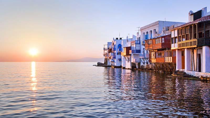 Πάσχα στη Μύκονο, οργανωμένη εκδρομή για 4 ημέρες/3 νύχτες με διαμονή στο Il Vento Boutique Studios, μαζί με ακτοπλοϊκά εισιτήρια από Ραφήνα και μεταφορές από και προς το λιμάνι (169€).