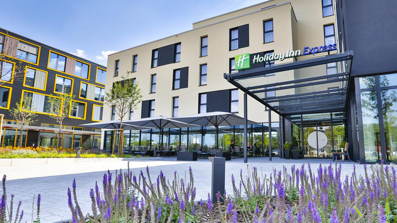 Καρλσρούη: Αεροπορικά εισιτήρια (συμπεριλαμβάνονται φόροι) και διαμονή για 4 ημέρες / 3 νύχτες σε κεντρικό ξενοδοχείο 3* με πρωινό σε μπουφέ. (180€/άτομο)