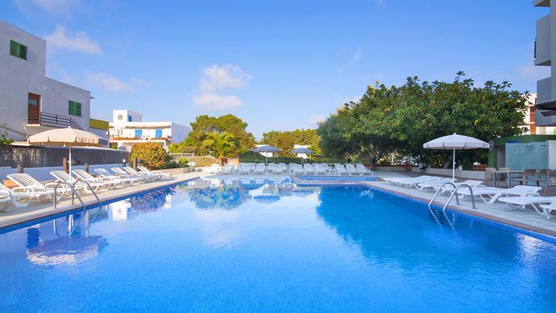 Ίμπιζα: Αεροπορικά εισιτήρια (συμπεριλαμβάνονται φόροι) και διαμονή για 5 ημέρες / 4 νύχτες σε κεντρικό ξενοδοχείο με πρωινό σε μπουφέ. (385€/άτομο)