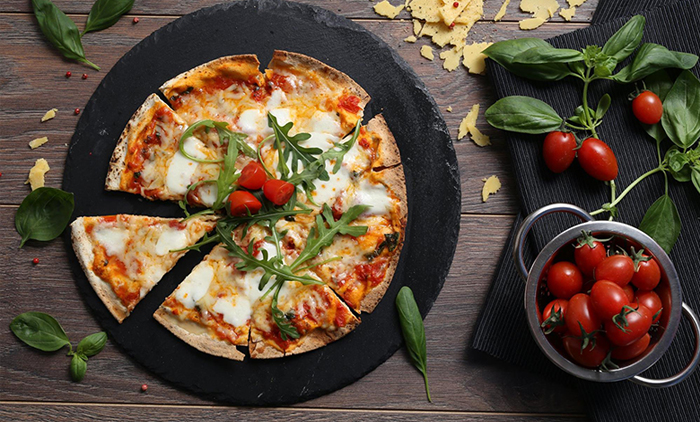 21.90€ από 44€ για ένα γευστικό μενού 2 ατόμων με ελεύθερη επιλογή από τον κατάλογο που περιλαμβάνει μια σαλάτα, μία πίτσα ή 2 πιάτα νιόκι, 1 γλυκό του κουταλιού και 2 ποτήρια λευκό ή κόκκινο βιολογικό κρασί, στο Roof Garden