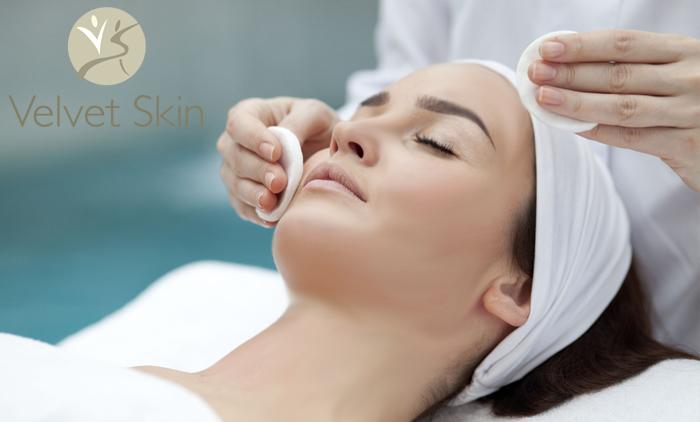 Δερματολογικός βαθύς καθαρισμός προσώπου με Vaper (Χρήση Ατμού) και μια θεραπεία αναδόμησης & ανάπλασης, συνολικής διάρκειας 150 λεπτών στο Δερματολογικό ιατρείο Velvet Skin Laser Experts (πλησίον Μετρό Συντάγματος) (24€).