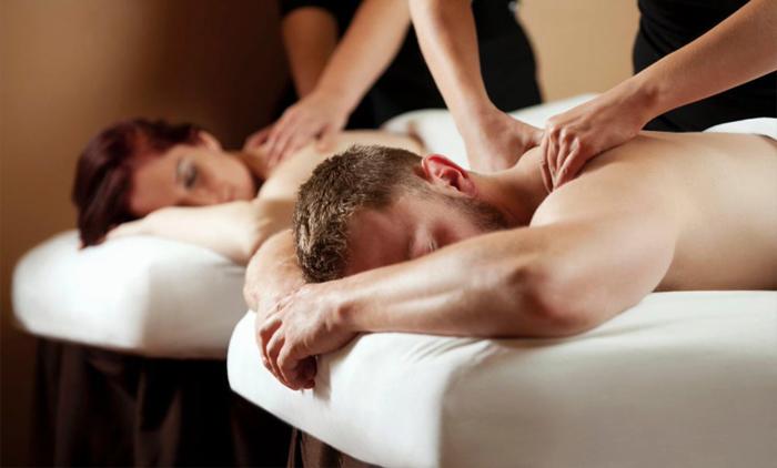 1 full body μασάζ αρωματοθεραπείας με αιθέρια έλαια διάρκειας 45 λεπτών για δυο άτομα ταυτόχρονα σε κοινό δωμάτιο από το Beauty Time στον Πειραιά (22€).