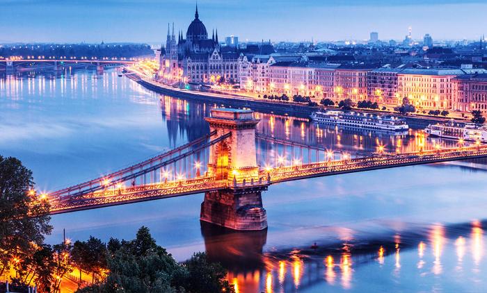 Βουδαπέστη: Πρωτομαγιά, αεροπορικά εισιτήρια (συμπεριλαμβάνονται φόροι) και διαμονή για 4 ημέρες / 3 νύχτες σε κεντρικό ξενοδοχείο 3* με πρωινό σε μπουφέ.(175€/άτομο)