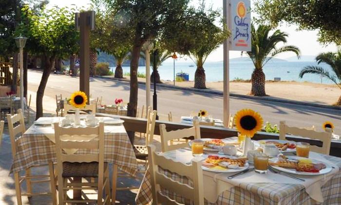 Διαμονή με Πρωινό για 4 ημέρες / 3 νύχτες για 2 Ενήλικες  στο Golden Beach Tolo 3*, στο Τολό (από 128€).