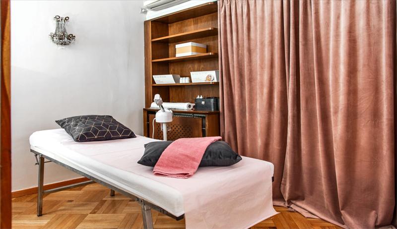 Αντιγήρανση & Λάμψη Προσώπου με Δερμοαπόξεση, Λεύκανση & Eνέσιμη Μεσοθεραπεία με Βιταμίνες από το Dermatique Medclinic, στο Κολωνάκι (από 19€).