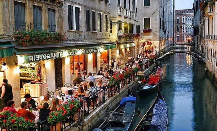 Βενετία: Αεροπορικά εισιτήρια (συμπεριλαμβάνονται φόροι) και διαμονή για 5 ημέρες / 4 νύχτες σε κεντρικό ξενοδοχείο 3* με πρωινό σε μπουφέ. (210€/άτομο)